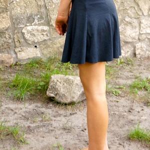 A vonalu fekete miniszoknya, Táska, Divat & Szépség, Női ruha, Ruha, divat, Szoknya, Gyerekruha, Varrás, Rugamas pamut anyagból készült a szoknya. Alja szegetlen. A vonalú szabással, gumis derékkal. Hossza..., Meska