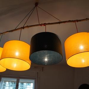 Csillár, Lakberendezés, Otthon & lakás, Lámpa, Fali-, mennyezeti lámpa, Mindenmás, Egyedi, elegáns mennyezeti lámpa.   4 db lámpabúra, fa ágon lógatva.  A textilkábelek különböző szín..., Meska