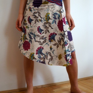 Indiai virágos szoknya, Ruha & Divat, Női ruha, Szoknya, Varrás, Virágos szoknya kétféle könnyű indiai 100% pamut anyagból.  A-vonalú egyedi szabású csípőszoknya két..., Meska