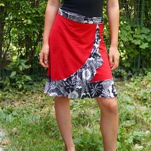Piros lapszoknya, Szoknya, Női ruha, Ruha & Divat, Varrás, Piros-fekete, kétféle, 100% pamut anyagból.  Alja szegetlen. Hossza kb 60 cm., Meska