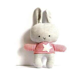 Nyúl nyuszi figura játékfigura plüss csíkos szürke piros fehér (meilingerzita) - Meska.hu