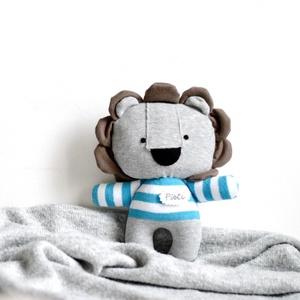 Oroszlán figura névvel - sötét türkiz fehér játékfigura plüss plüssjáték csíkos póló, Játék & Gyerek, Plüssállat & Játékfigura, Varrás, Meska