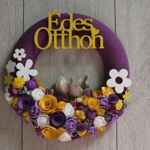 Sárga lila színekben ajtókoszorú, Dekoráció, Otthon & lakás, Lakberendezés, Ajtódísz, kopogtató, Koszorú, Virágkötés, Könnyű hungarocell alapot bevontam, majd mű és száraz virágokkal, termésekkel, fa virágokkal dekorál..., Meska