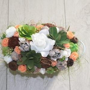 Asztaldísz zöld barack színben, Dekoráció, Otthon & lakás, Dísz, Lakberendezés, Asztaldísz, Virágkötés, Bádog kaspót kibéleltem és művirágokkal, száraz virágokkal, termésekkel dekoráltam., Meska