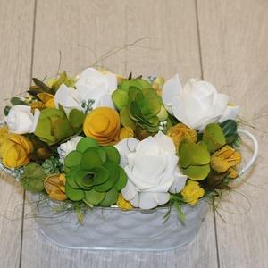 Zöld sárga asztaldísz, Dekoráció, Otthon & lakás, Dísz, Lakberendezés, Asztaldísz, Virágkötés, Bádog kaspót mű- és száraz virágokkal, valamint termésekkel dekoráltam., Meska