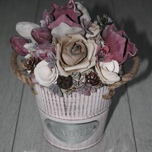 Rózsás őszi asztaldísz, Otthon & lakás, Dekoráció, Lakberendezés, Asztaldísz, Mindenmás, Virágkötés, Bádog kaspót dekoráltam művirágok és termések felhasználásával., Meska