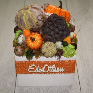 Őszi asztaldísz, őszi dekoráció, Otthon & lakás, Lakberendezés, Asztaldísz, Dekoráció, Dísz, Mindenmás, Virágkötés, Fa ládát díszítettem termésekkel, művirágokkal, őszi dekorációval., Meska