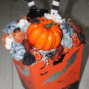 Őszi asztaldísz, halloween dekoráció, Otthon & lakás, Dekoráció, Dísz, Lakberendezés, Asztaldísz, Mindenmás, Virágkötés, Kartonból készült dobozt dekoráltam őszi termésekkel, halloween-i hangulatú díszekkel., Meska
