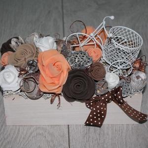 Őszi asztaldísz, őszi dísz, Otthon & lakás, Dekoráció, Dísz, Lakberendezés, Asztaldísz, Mindenmás, Virágkötés, Fa ládikót dekoráltam termésekkel, művirágokkal. Hosszúság: kb. 25 cm. Szélesség: kb. 15 cm. A láda ..., Meska