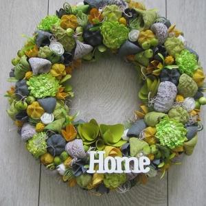 Ajtókoszorú, ajtókopogtató zöld, sárga, szürke színekben, Otthon & lakás, Dekoráció, Dísz, Lakberendezés, Ajtódísz, kopogtató, Koszorú, Virágkötés, Mindenmás, Könnyű, hungarocell alapot dekoráltam művirágokkal, termésekkel. Átmérő: kb. 28-29 cm., Meska