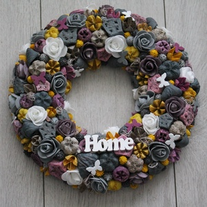 Ajtókoszorú, ajtókopogtató szürke, sárga, lila színekben, Otthon & Lakás, Dekoráció, Ajtódísz & Kopogtató, Mindenmás, Virágkötés, Meska