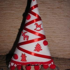 Karácsonyfa fa figurákkal, Karácsonyfadísz, Karácsony & Mikulás, Otthon & Lakás, Varrás, A fácska pamutvászonból készült. Törzse lenvászonnal bevont papírguriga. Díszítésképpen szatén szala..., Meska