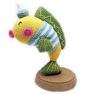 Gold Fish, Hal, Plüssállat & Játékfigura, Játék & Gyerek, Horgolás, Partra vetett aranyhal hajós sapkában\n(Rendelésre, elkészítési idő kb 1 hét)\n\nMéret: 16 cm magas\n\nAn..., Meska