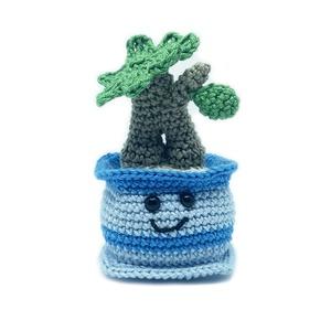 Mini bonsai tree, Csokor & Virágdísz, Dekoráció, Otthon & Lakás, Horgolás, Mini bonsai fa kis cserépben. Aranyos dekoráció és még csak locsolni sem kell!\n\nMéret: 10 cm magas\n\n..., Meska
