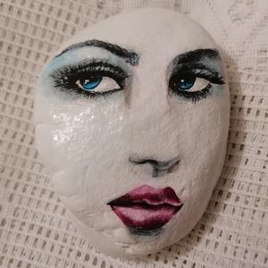 """,,Lány portré\"""" Festett Kavics, Portré, Portré & Karikatúra, Művészet, Festészet, Kézzel festett Női portré, kavicson!\nA kavicsot befestettem fehér akrillal, és fekete filctollal, va..., Meska"""