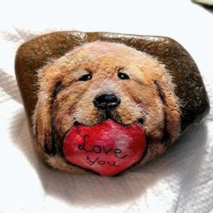 """,,Kutyaportré Szívvel \"""" Kézzel Festett Kavics, Portré, Portré & Karikatúra, Művészet, Festészet, Aranyos kézzel festett kutyaportré kavicson! \nAkril festékkel festettem, filctollal kontúroztam.\nA h..., Meska"""
