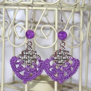 Horgolt lila fülbevaló ezüst színű fém alappal, Ékszer, Fülbevaló, Ékszerkészítés, Horgolás, Saját ötlet alapján készült fülbevaló! A fém alapra való horgolással, és a hozzá illő gyönggyel össz..., Meska