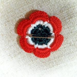 Horgolt virág alakú kokárda (melykeboltja) - Meska.hu