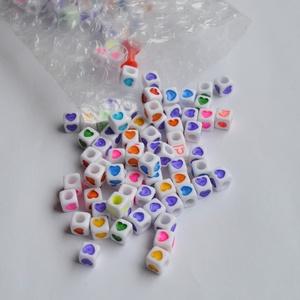 műanyag horoszkópos/szives gyöngy, Gyöngy, ékszerkellék, Műanyag gyöngy, Ékszerkészítés, Gyöngy, A műanyag gyöngyök mérete 6x6 mm.\n\nHoroszkóp jel és szivecskés minta díszíti. A lyuk átmérője kb 4-5..., Meska