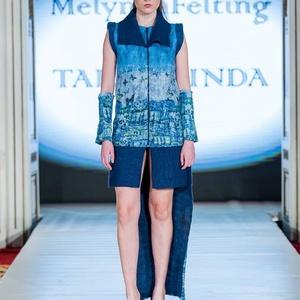 Hátúl hosszú mellény(kék), Ruha, divat, cipő, Női ruha, Ruha, Felsőrész, póló, Nemezelés, Budapest Fashion Week novemberi divatbemutatóján bemutatott elől háromnegyedes,hátúl hosszú nunonem..., Meska