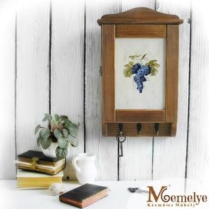 Kulcstartó szekrény, kulcsos szekrény, szőlő , Otthon & Lakás, Bútor, Kulcstartó szekrény, Kézzel festett szőlős mintával díszített kulcsos szekrény.  A fenyőfából, magyar asztalosműhelyben k..., Meska
