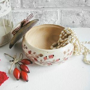 Kicsi csipkebogyós bonbonier, díszdoboz (Memelye) - Meska.hu