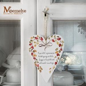 Csipkebogyó Szív függő jókívánsággal, Otthon & Lakás, Dekoráció, Falra akasztható dekor, Nincs készleten, előrendelhető!  Kézzel festett csipkebogyós mintával, és egy kedves jókívánság szöv..., Meska