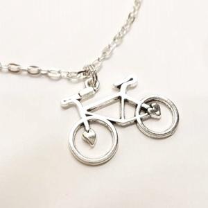 Bicikli nyaklánc, Ékszer, Nyaklánc, Medálos nyaklánc, Ékszerkészítés, 31 x 24 mm-es bicikli medálból készítettem a nyakláncot.  \nA medált ezüst színű lánccal, és fekete s..., Meska