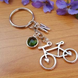 Bicikli kulcstartó vagy táskadísz - személyre szabva, Táska & Tok, Kulcstartó & Táskadísz, Kulcstartó, Ékszerkészítés, Bicikli medálból, betű-, és kristály fityegőből ( 1 cm) készítettem a kulcstartót, melyet bármilyen ..., Meska