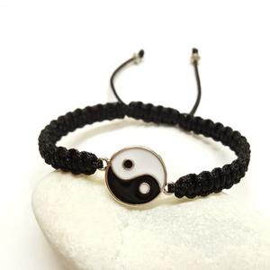 Yin-yang karkötő, Ékszer, Karkötő, Csomózás, Ékszerkészítés, 21 x 16 mm-es yin-yang összekötő elemből , makramé csomózással készítettem a karkötőt.\nA fotón látha..., Meska