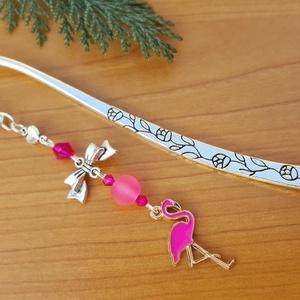 Flamingó könvjelző, Könyvjelző, Papír írószer, Otthon & Lakás, Ékszerkészítés, 12 cm-es virágmintás könyvjelző alapot díszítettem pink színű gyöngyökkel, masni köztes elemmel, és ..., Meska