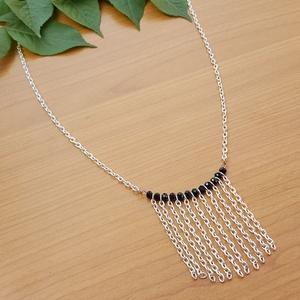 Fekete- ezüst nyaklánc, Ékszer, Nyaklánc, Ékszerkészítés, Elegáns kis nyakláncot készítettem.  Apró, fekete csiszolt üvegkristályok közé egyforma hosszúságra ..., Meska