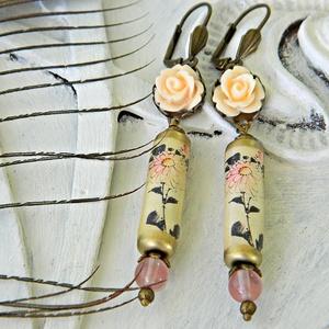 Kiku - fülbevaló papírgyönggyel, keleties fülbevaló, bézs romantikus fülbevaló, krizantém fülbevaló, orientalista - ékszer - fülbevaló - lógó fülbevaló - Meska.hu