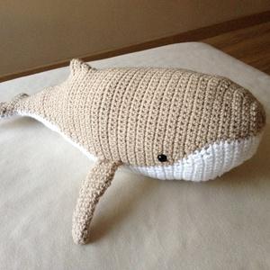 Moby a bébi bálna - bézs/fehér, Hal, Plüssállat & Játékfigura, Játék & Gyerek, Horgolás,  Moby a kicsi bálna nagyon kedves természetű. A nagy óceánok és tengerek vándora,aki minden bajba ju..., Meska