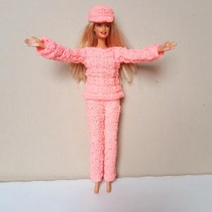 rózsaszín kötött Barbie baba szabadidő ruha, Gyerek & játék, Játék, Baba játék, Kötés, 100% akril élénk rózsaszín színű fonalból kötöttem. A ruhához sapka is tartozik. Simba, Mattel babák..., Meska