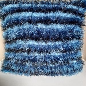 színátmenetes kék színű kötött párnahuzat, Otthon & lakás, Lakberendezés, Lakástextil, Párna, Kötés, Újrahasznosított alapanyagból készült termékek, A színoldalát szempillafonalból kötöttem 38X37 cm, zippzárral záródik, de nem az alján, hanem a háto..., Meska