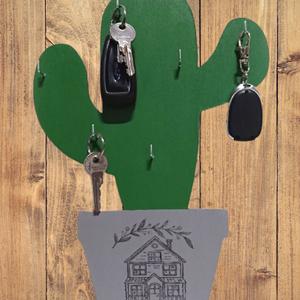 Kaktusz cserépben fali kulcstartó-fa, 33x22 cm, fogas, Otthon & Lakás, Bútor, Kulcstartó szekrény, Famegmunkálás, 5 mm-es préselt falapból, dekopírfűrésszel kivágott kaktusz kulcstartó.\nMéretei: 33 cm magas, 22 cm ..., Meska