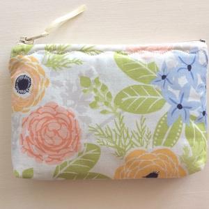 Virágos, pasztell színű pénztárca, irattartó, kozmetikai táska - Artiroka design - 109 (Mesedoboz) - Meska.hu