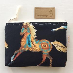 Indián ló,  irattartó pénztárca fekete színben, Táska, Divat & Szépség, Férfiaknak, Táska, Pénztárca, tok, tárca, Naptár, jegyzet, tok, Indián lovas, prémium pamut textilből készült ez az irattartó pénztárca. Bélése hozzá illő pamut tex..., Meska