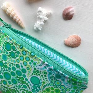 Türkiz buborékos, irattartó pénztárca, kozmetikai táska - Artiroka design (Mesedoboz) - Meska.hu