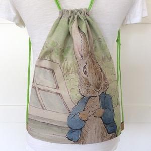 Nyuszi mintás hátizsák, tornazsák, oviszsák, úszáshoz - Artiroka design - Húsvét, Táska, Divat & Szépség, Táska, Hátizsák, NoWaste, Textilek, Textil tároló, Varrás, Patchwork, foltvarrás, Beatrix Potter kedves kis meséje ihlette ezt a hátizsákot. Nyúl Péter mintás  a hátizsák első oldala..., Meska