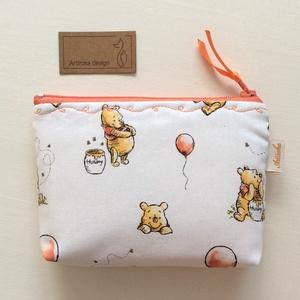 Micimackó mintás irattartó pénztárca, neszesszer - Winnie de Pooh - Artiroka design (Mesedoboz) - Meska.hu