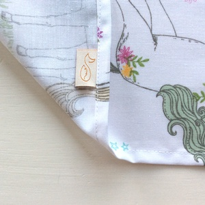 Unikornis mintás, pamut textil zsebkendő,  szalvéta  vagy rongyi - színátmenetes M monogrammal hímezve - Artiroka design (Mesedoboz) - Meska.hu