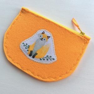 Narancssárga filcből készült  kis szütyő, iskolába egy mosolygó rókával - Artiroka design (Mesedoboz) - Meska.hu
