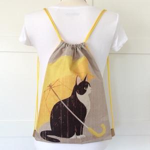 Cica sárga esernyővel mintás, egyedi gymbag hátizsák - Fesztivál hátizsák, tornazsák edzéshez, úszáshoz , kiránduláshoz (Mesedoboz) - Meska.hu