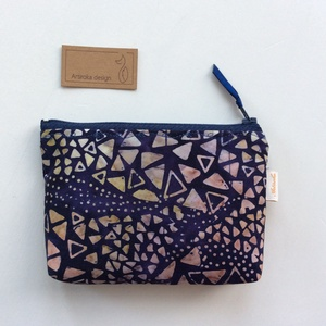 Egyedi batikolt, sötétkék - bézs mintás, irattartó pénztárca, neszesszer - Artiroka design (Mesedoboz) - Meska.hu
