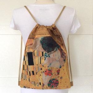 Gustav Klimt - A csók - gymbag hátizsák - Artiroka design, Táska, Divat & Szépség, Táska, Hátizsák, Otthon & lakás, NoWaste, Varrás, Hímzés, Gustav Klimt csodás festménye a hátadon. Gymbag hátizsák készült vastag, kevert szálas, lenvászon te..., Meska
