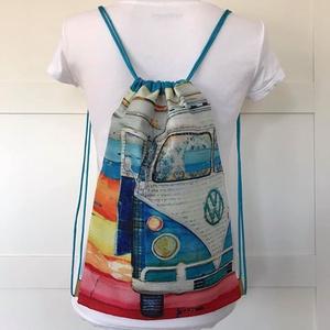 Retro, VW -Volkswagen - busz mintás gymbag hátizsák, belső zsebekkel, kulcstartó pánttal - Artiroka design - 505 (Mesedoboz) - Meska.hu