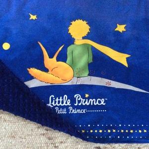 A Kis herceg és a róka - babatakaró  prémium pamut textilből - Artiroka design, Gyerek & játék, Gyerekszoba, Falvédő, takaró, Baba-mama kellék, Otthon & lakás, Lakberendezés, Varrás, Patchwork, foltvarrás, Exupery, Kis herceg és a róka mintás prémium pamut textilből készült ez az egyedi baba takaró.  Háto..., Meska