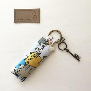 Cica mintás,  remény (HOPE) kulcstartó, vintage kulcs dísszel - Artiroka design -  - Meska.hu